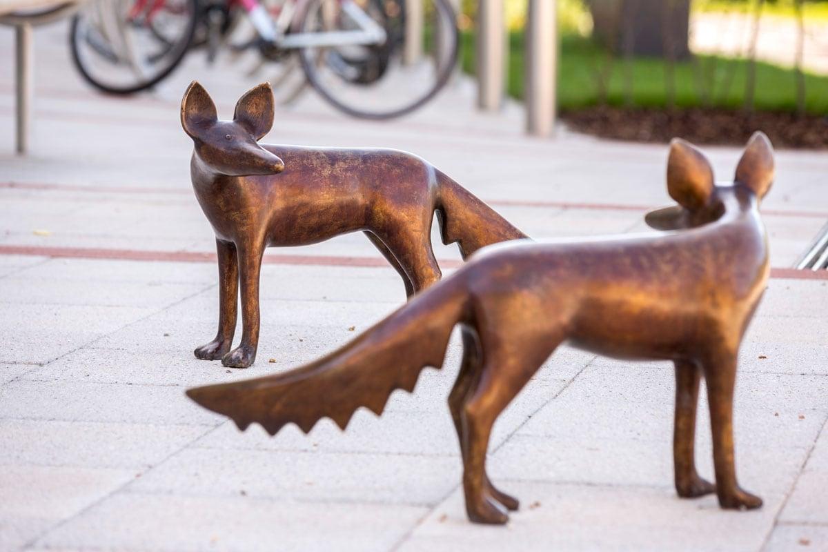 foxes sculpture
